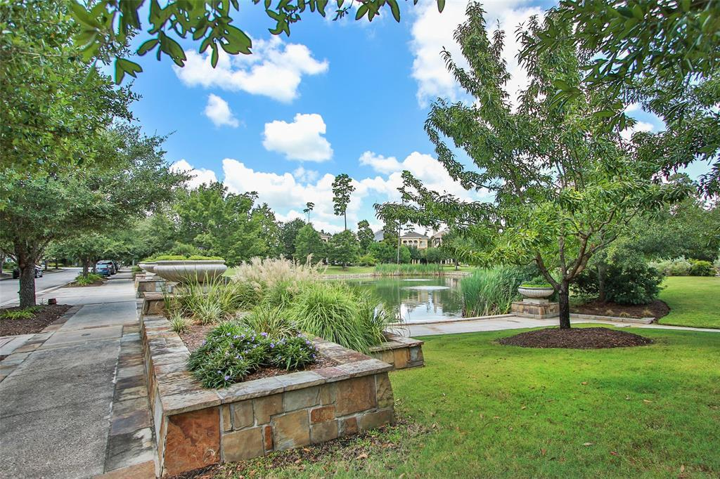Active | 11 Colonial Row  Drive The Woodlands, TX 77380 24