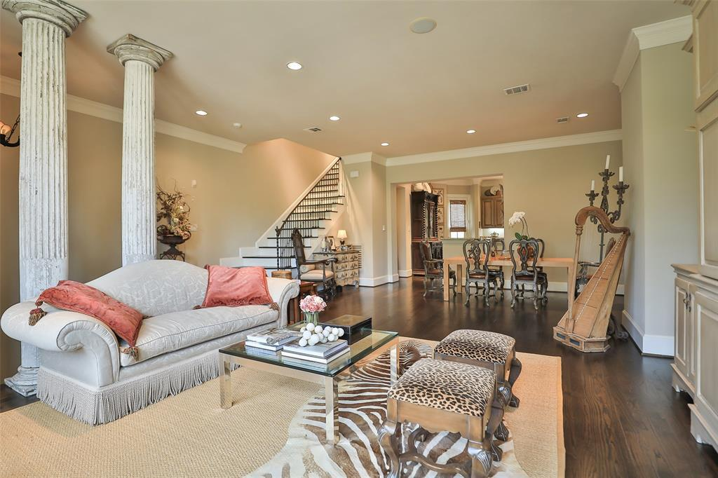 Active | 11 Colonial Row  Drive The Woodlands, TX 77380 4