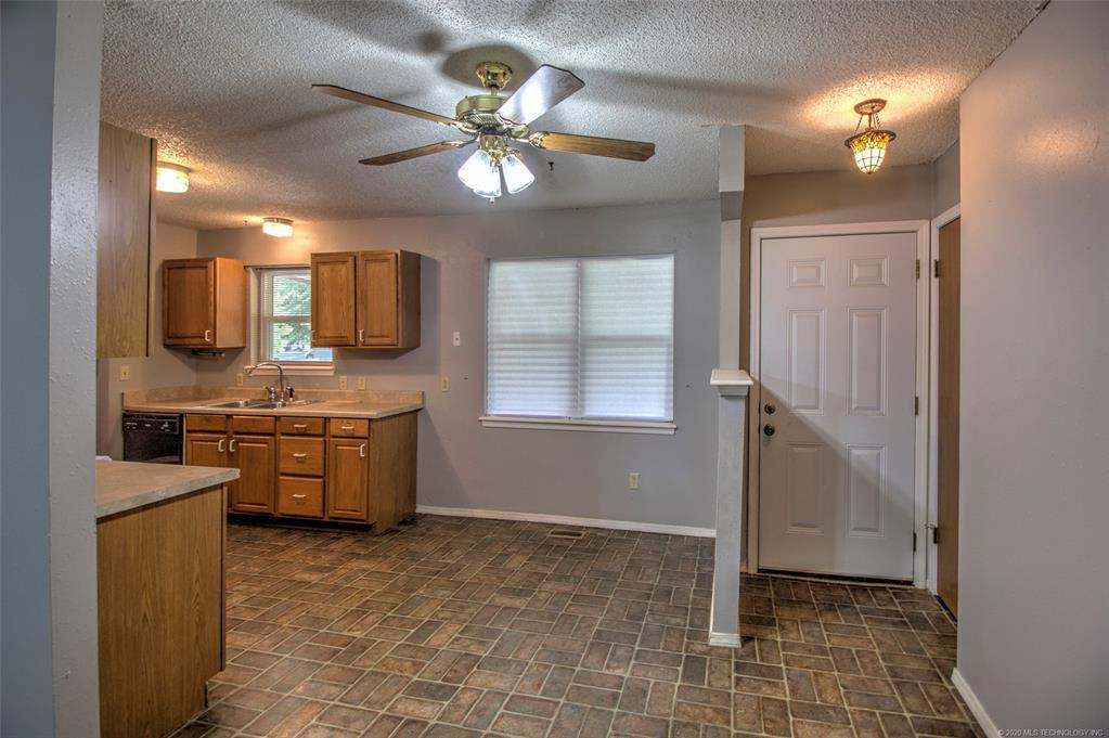 Active | 611 S Maywood Drive Claremore, OK 74017 8