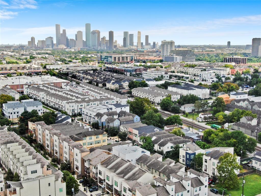 Option Pending | 4418 Schuler Street Houston, Texas 77007 3