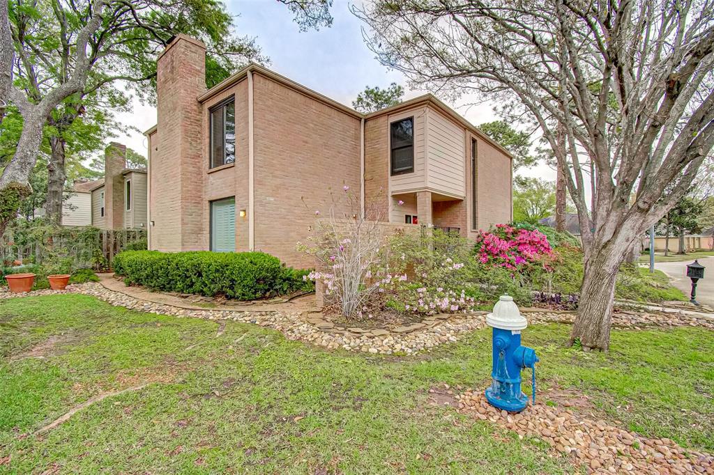 Option Pending   330 W Fair Harbor Lane Houston, Texas 77079 2