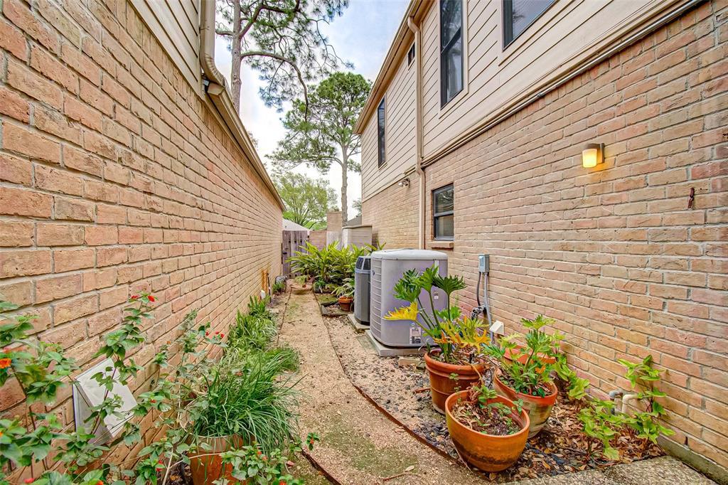 Option Pending   330 W Fair Harbor Lane Houston, Texas 77079 44
