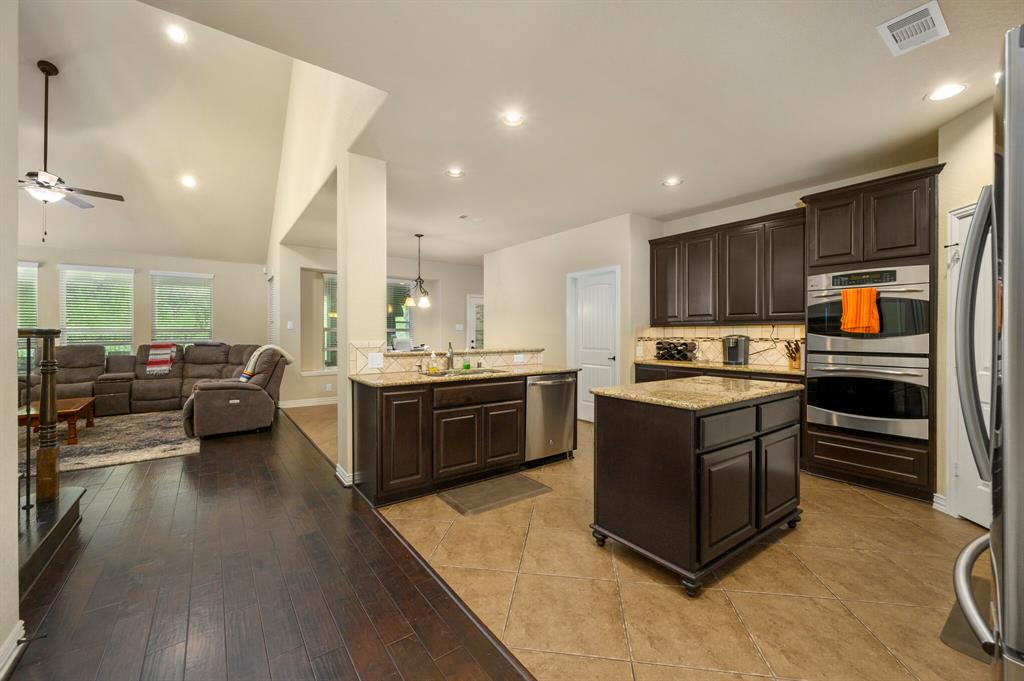 Active | 31 Golden Orchard  Place The Woodlands, TX 77354 5