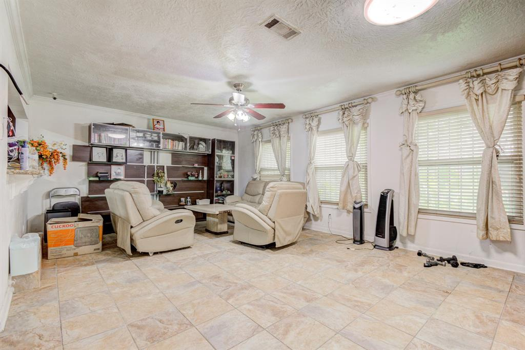 Active | 1835 Lynnview Drive Houston, Texas 77055 10