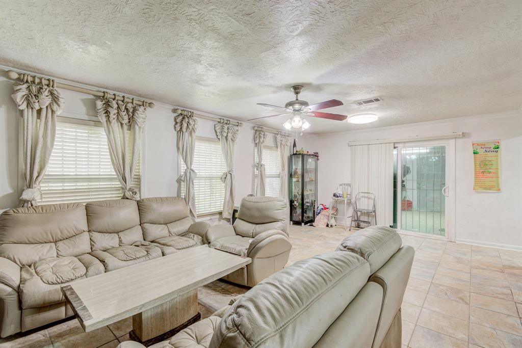 Active | 1835 Lynnview Drive Houston, Texas 77055 12
