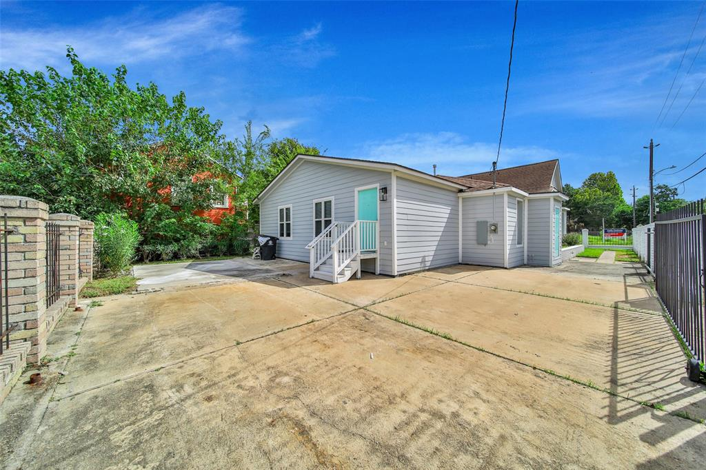 Active | 401 Walton Street Houston, Texas 77009 38