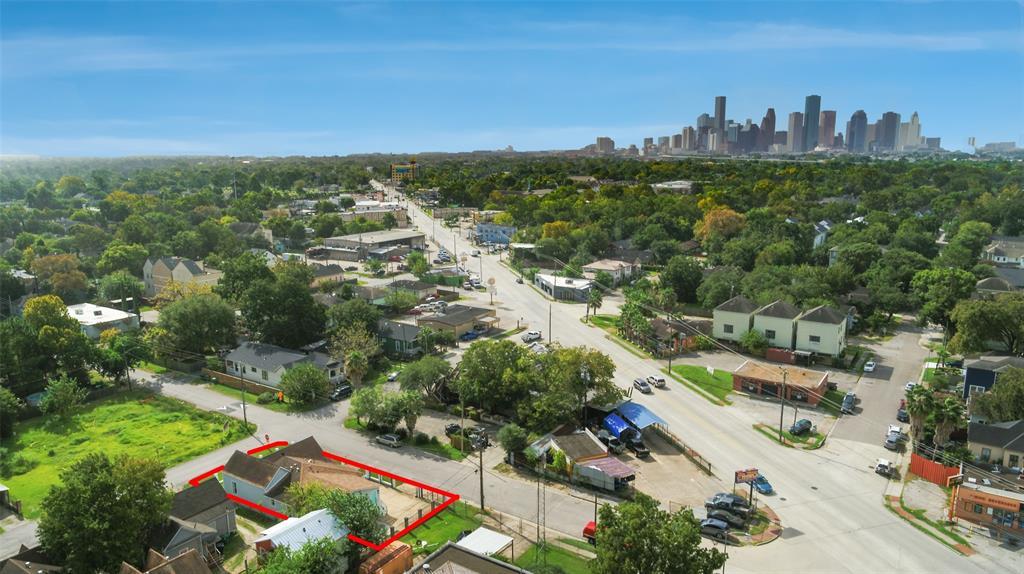 Active | 401 Walton Street Houston, Texas 77009 39