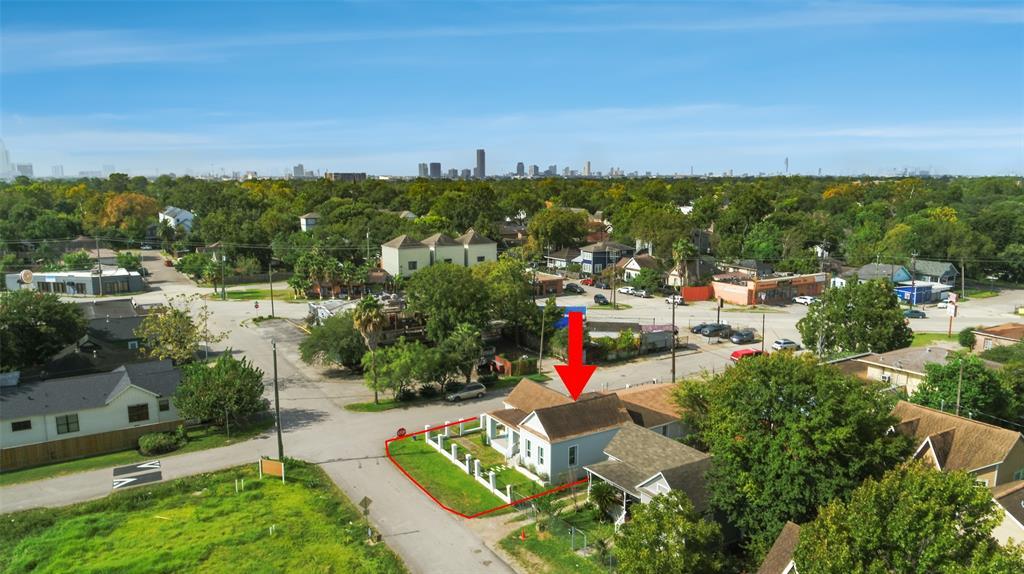 Active | 401 Walton Street Houston, Texas 77009 41