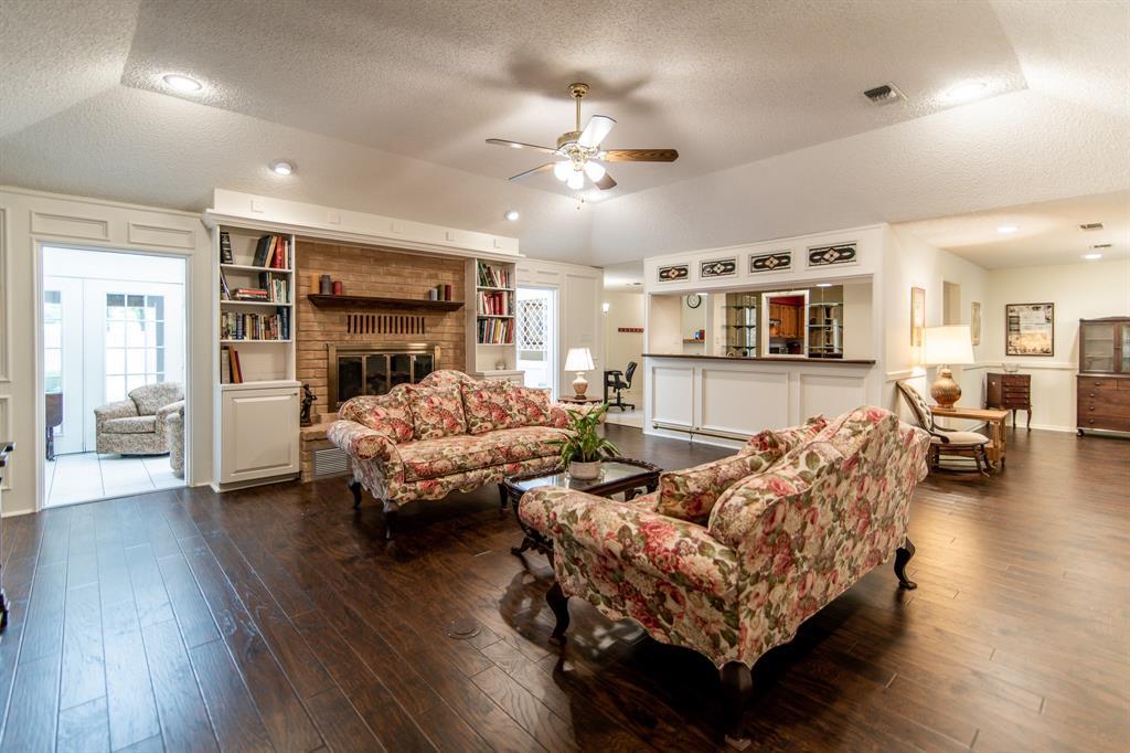 Active | 400 Broadmoor  Drive Huntsville, TX 77340 2