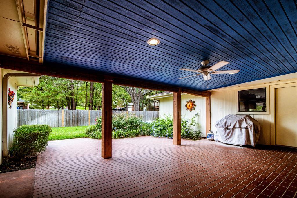 Active | 400 Broadmoor  Drive Huntsville, TX 77340 21
