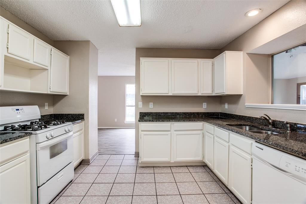 Sold Property | 4926 Oak Hollow Drive Grand Prairie, Texas 75052 5