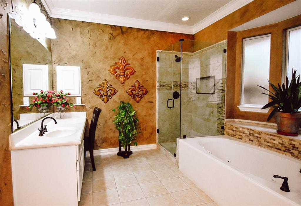 Active   127 S Bluff Creek  Circle The Woodlands, TX 77382 11