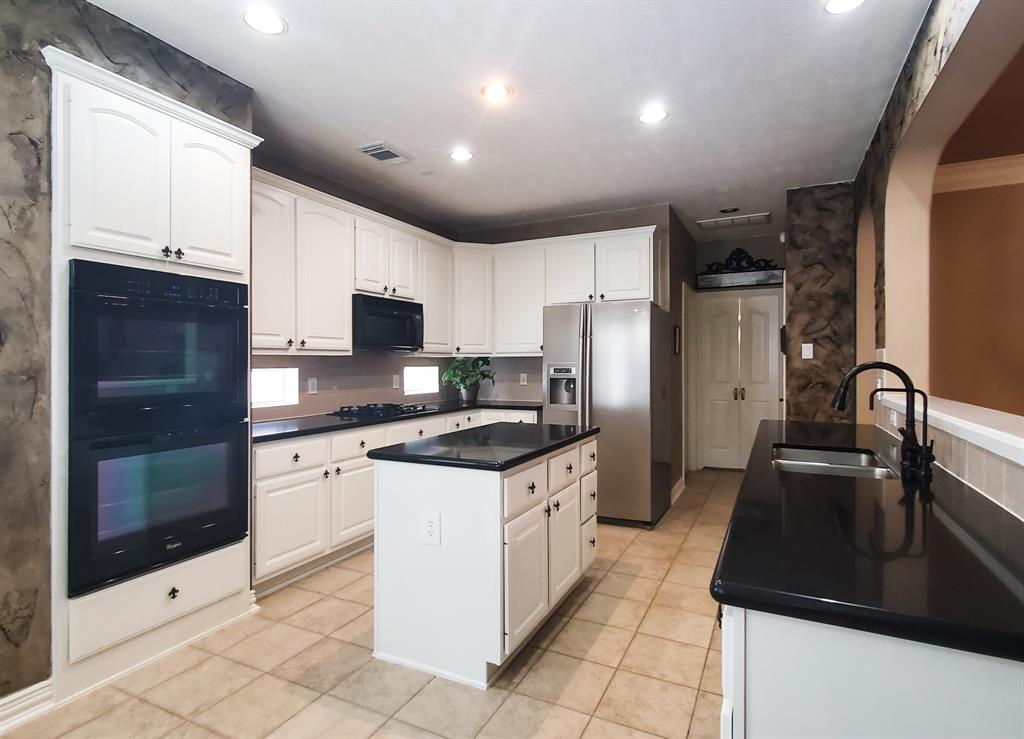 Active   127 S Bluff Creek  Circle The Woodlands, TX 77382 4
