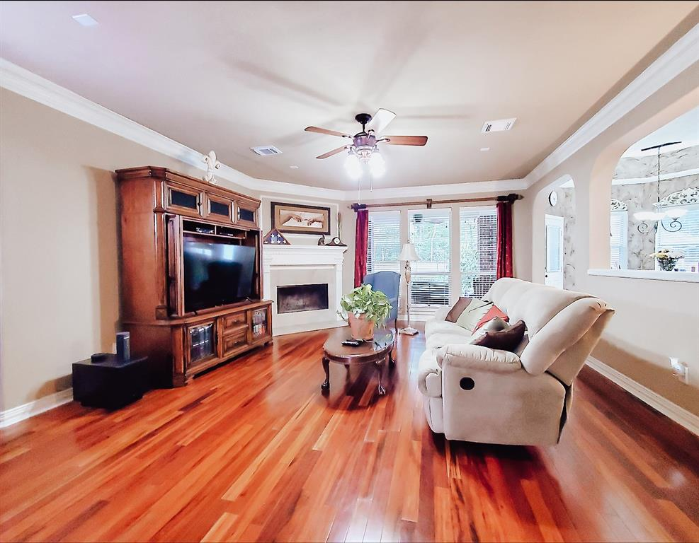 Active   127 S Bluff Creek  Circle The Woodlands, TX 77382 7