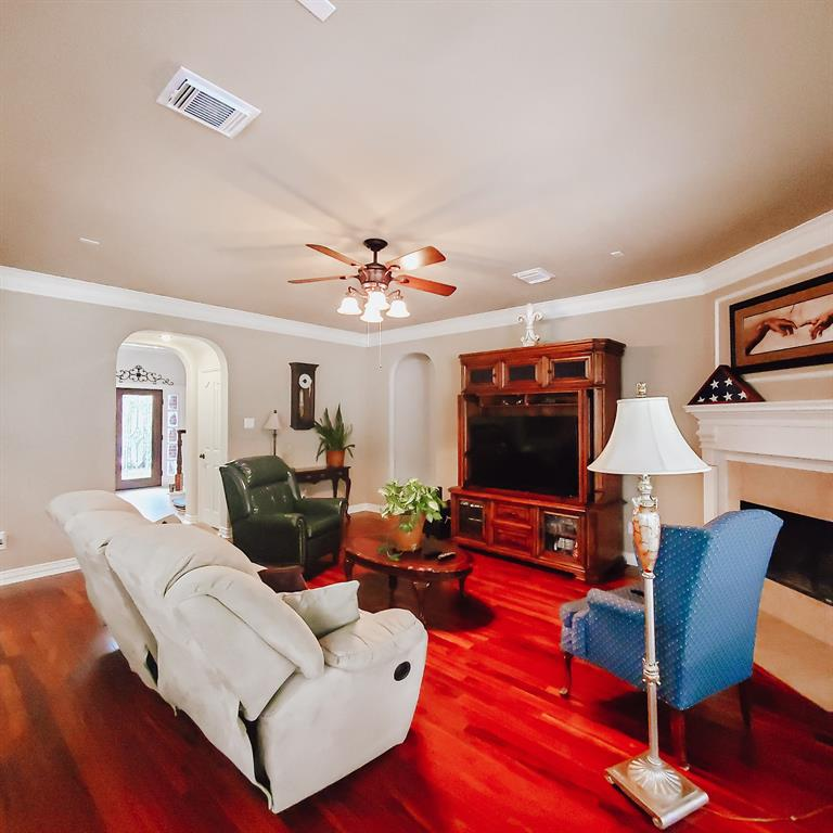 Active   127 S Bluff Creek  Circle The Woodlands, TX 77382 9