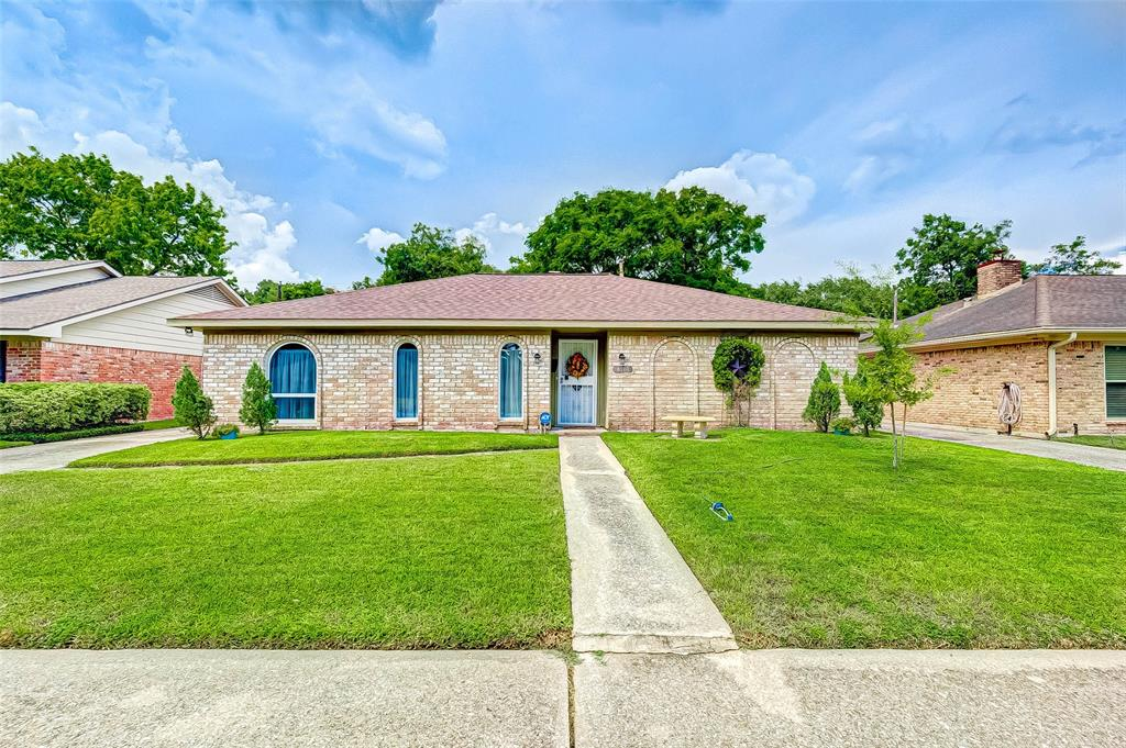 Pending | 8510 Twin Hills  Drive Houston, TX 77071 1