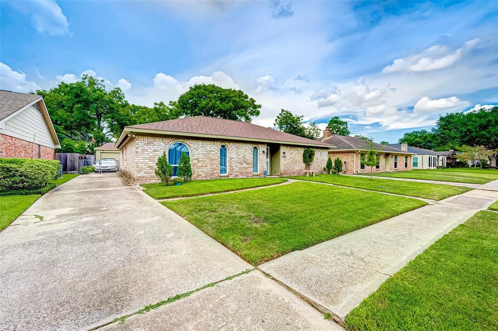 Pending | 8510 Twin Hills  Drive Houston, TX 77071 2