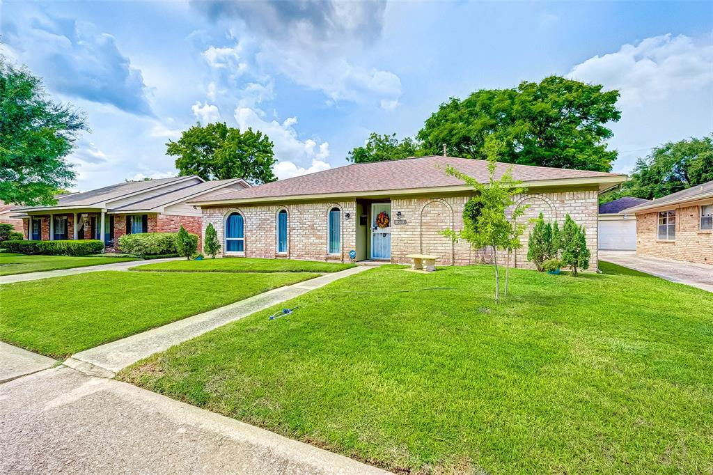 Pending | 8510 Twin Hills  Drive Houston, TX 77071 3
