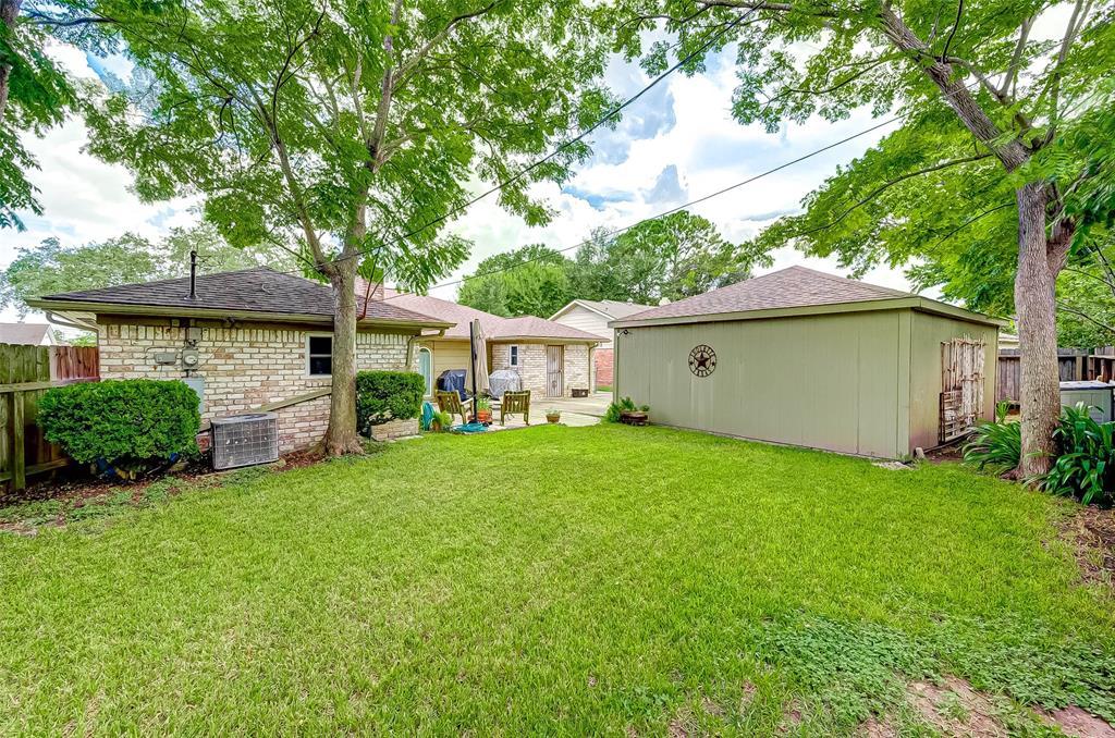 Pending | 8510 Twin Hills  Drive Houston, TX 77071 39