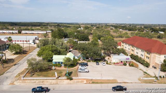 Active | 1820 10TH ST Floresville, TX 78114 2