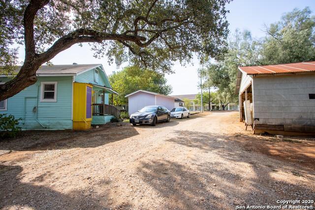 Active | 1820 10TH ST Floresville, TX 78114 13