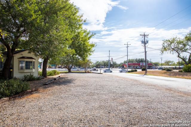 Active | 1820 10TH ST Floresville, TX 78114 14