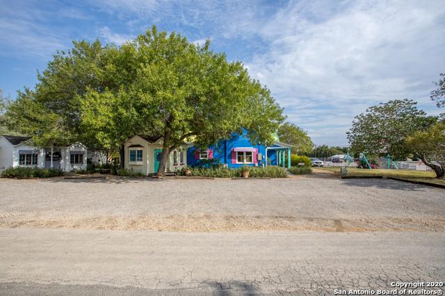 Active | 1820 10TH ST Floresville, TX 78114 17