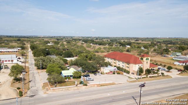 Active | 1820 10TH ST Floresville, TX 78114 3