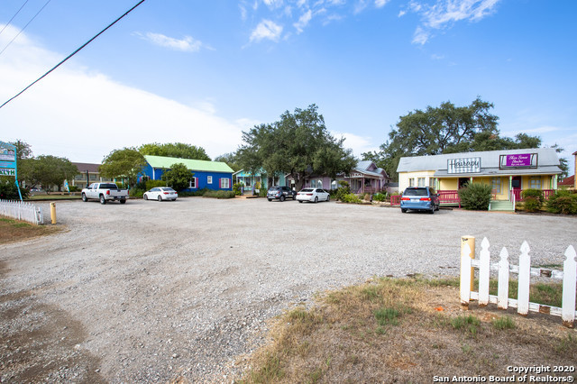 Active | 1820 10TH ST Floresville, TX 78114 22