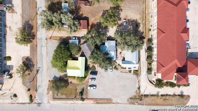 Active | 1820 10TH ST Floresville, TX 78114 4