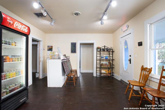 Active | 1820 10TH ST Floresville, TX 78114 32