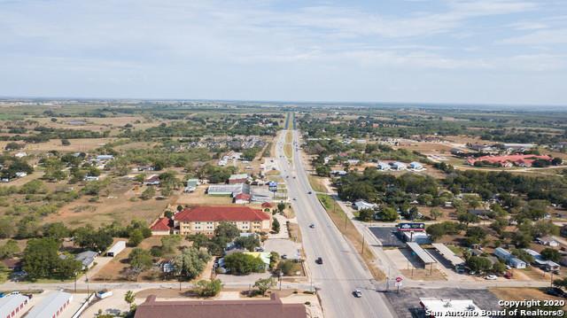 Active | 1820 10TH ST Floresville, TX 78114 5