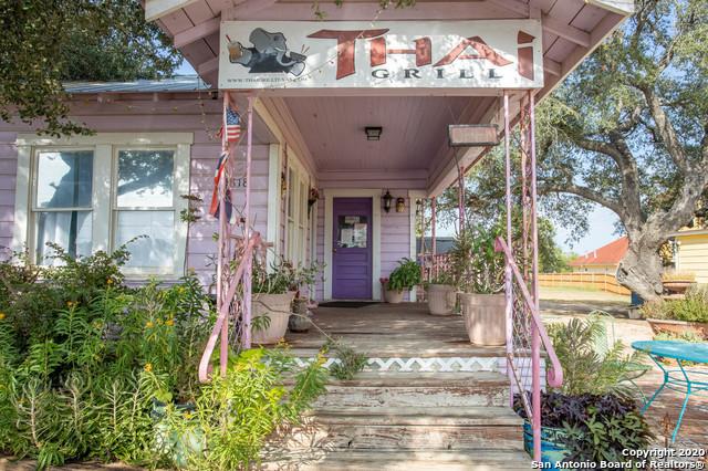 Active | 1820 10TH ST Floresville, TX 78114 10