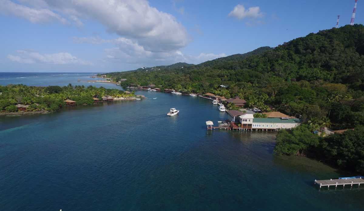 Vacation Rentals in Roatan Honduras   Casa Del Solomon Roatan, Honduras  10