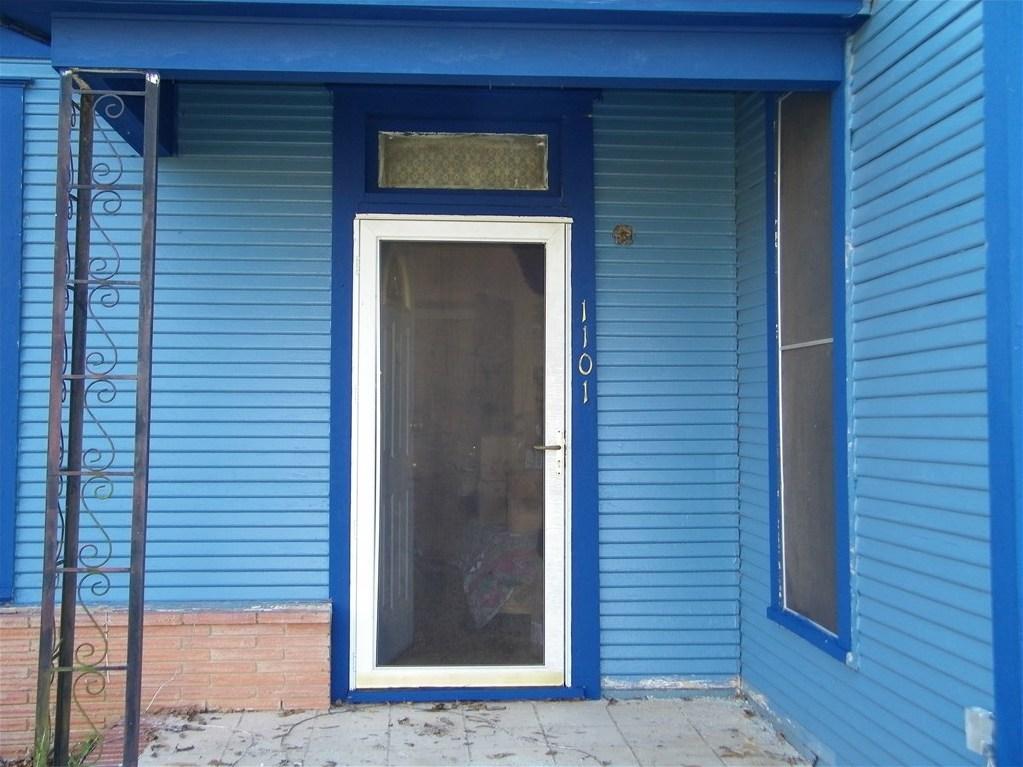 Active | 1101 Pine Street Bastrop, TX 78602 2