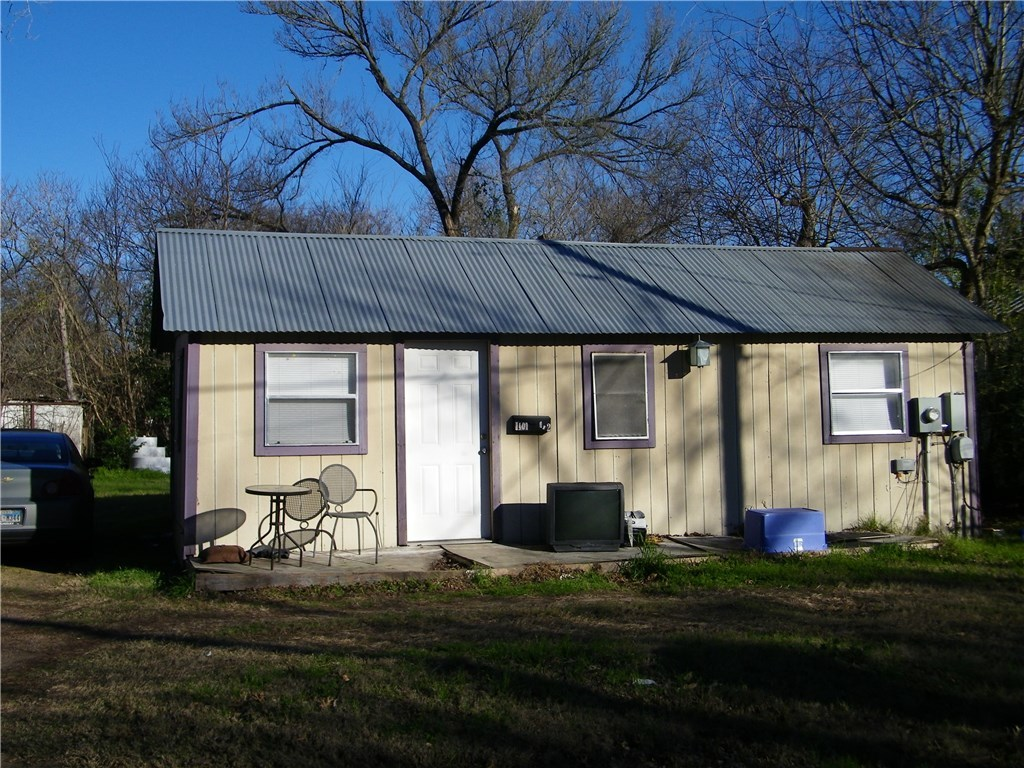 Active | 1101 Pine Street Bastrop, TX 78602 5