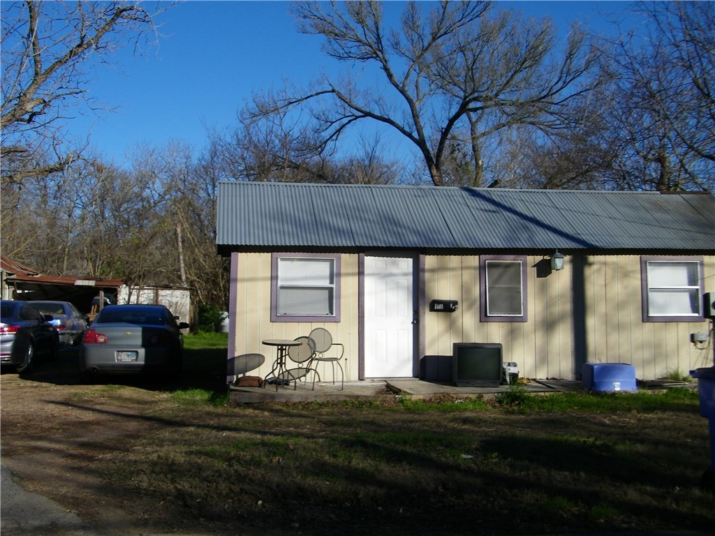 Active | 1101 Pine Street Bastrop, TX 78602 6