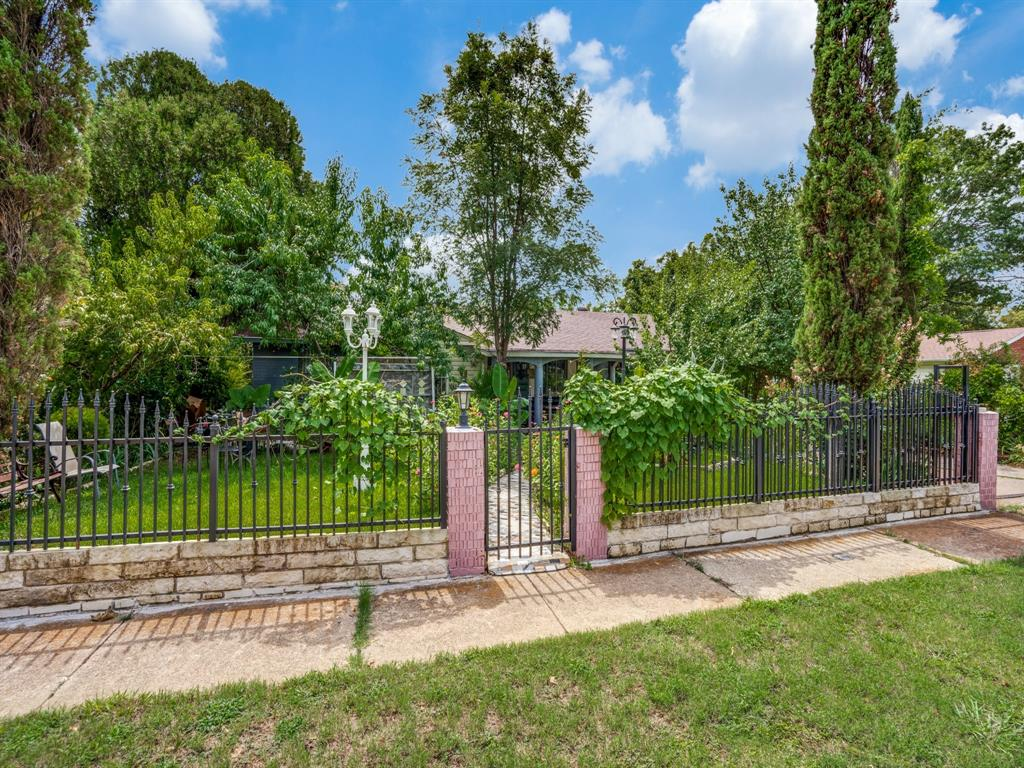 Active | 4622 Larkhill  Drive Dallas, TX 75211 3