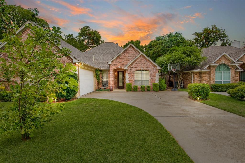 Active | 5921 Riverbend  Place Fort Worth, TX 76112 1