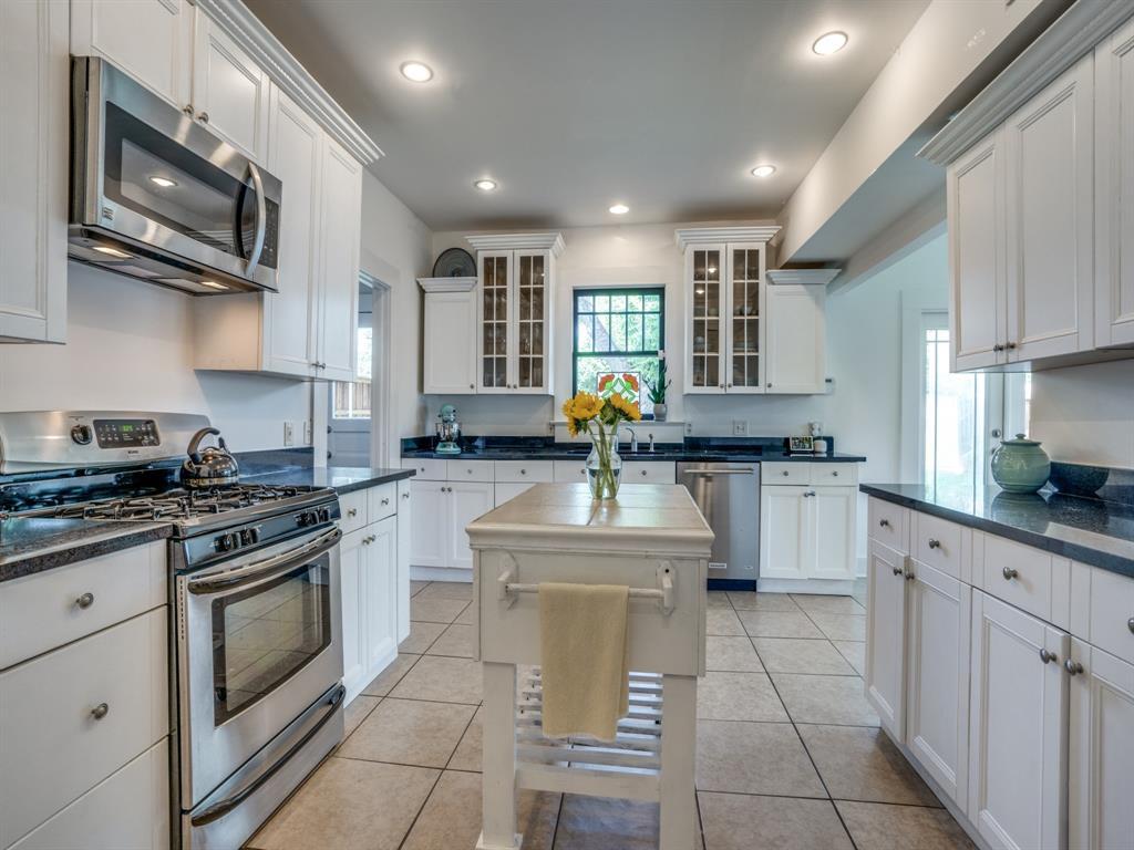 Sold Property | 700 Huntley  Street Dallas, TX 75214 15