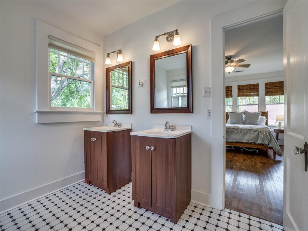 Sold Property | 700 Huntley  Street Dallas, TX 75214 18