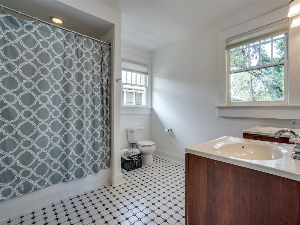 Sold Property | 700 Huntley  Street Dallas, TX 75214 19