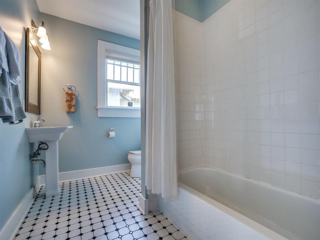 Sold Property | 700 Huntley  Street Dallas, TX 75214 23