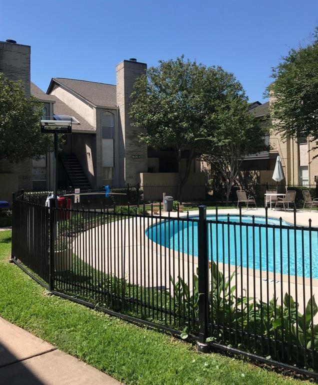 Off Market   2021 Spenwick Drive #722 Houston, Texas 77055 11