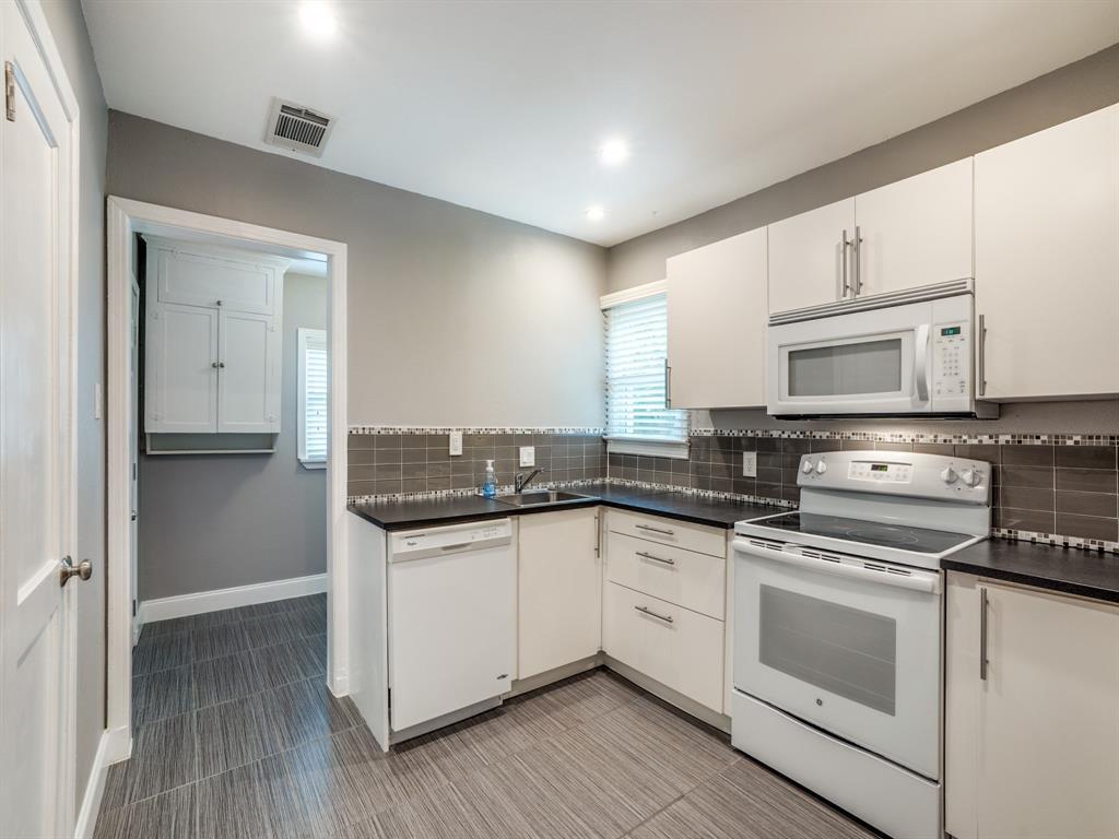 Sold Property | 2611 Ivandell Avenue Dallas, Texas 75211 12
