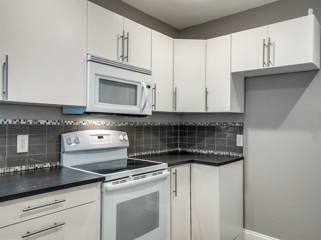 Sold Property | 2611 Ivandell Avenue Dallas, Texas 75211 15