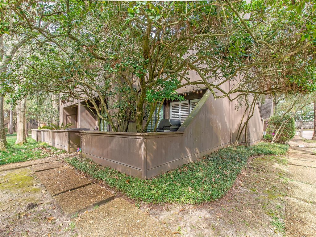 Active | 87 Litchfield  Lane Houston, TX 77024 26