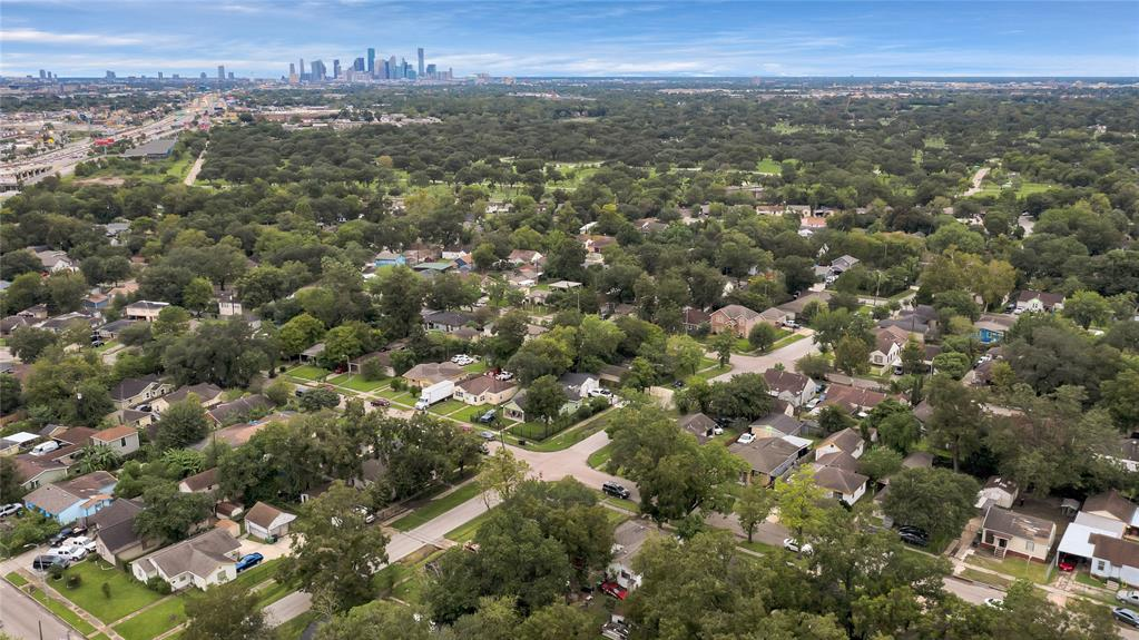 Active | 6718 Moss Rose  Street Houston, TX 77087 19