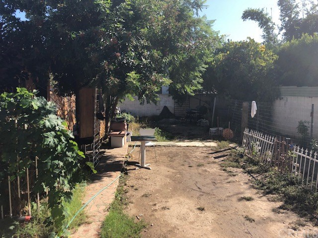 Pending | 1620 W 35th  Street Los Angeles, CA 90018 4