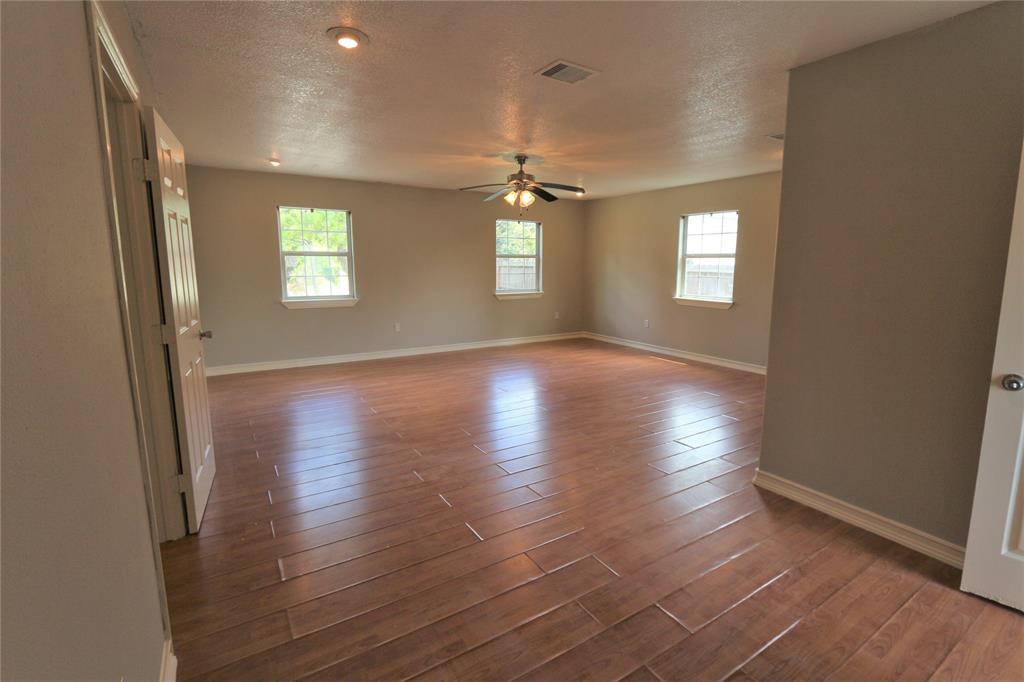 Pending | 610 Maple  Avenue Fresno, TX 77545 14